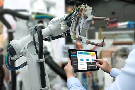 engineer-pogramming-robot
